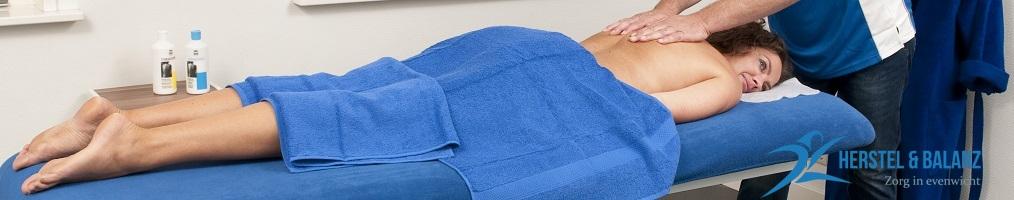spierpijn behandelingen door massage van nek en schouders.